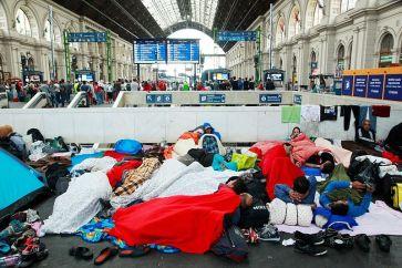 Refugees_Budapest_Keleti_railway_station_2015-09-04