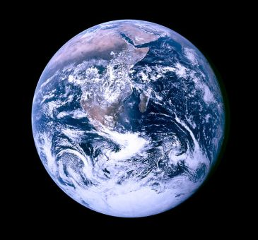 800px-The_Blue_Marble_4463x4163