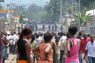 08-04-burundi-demonstrate