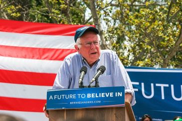 Bernie_Sanders_in_East_Los_Angeles_(26605179474)