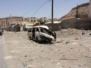 sanaa_after_airstrike_20-4-2015_-_widespread_destruction-_15