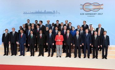 800px-2017_G20_Hamburg_summit_leaders_group_photo