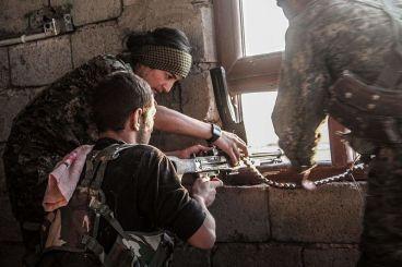 YPG_and_YPJ_machine_gun_Raqqa_(February_2017)