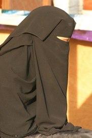 400px-Young_Saudi_Arabian_woman_in_Abha