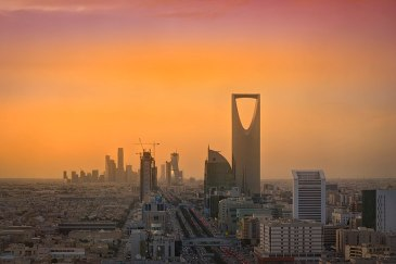 800px-Riyadh_Skyline_showing_the_King_Abdullah_Financial_District_(KAFD)_and_the_famous_Kingdom_Tower_