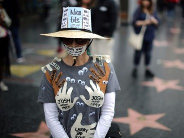 A-Me-too-marcher-on-Hollywood-Blvd-Sunday-to-end-sexual-harassment-in-the-workplace