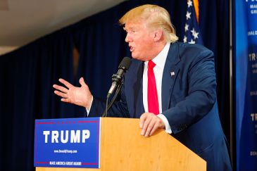 Donald_Trump_Laconia_Rally,_Laconia,_NH_4_by_Michael_Vadon_July_16_2015_19