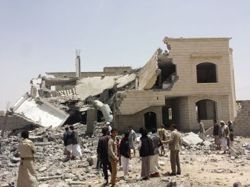 Destroyed_house_in_the_south_of_Sanaa_12-6-2015-3