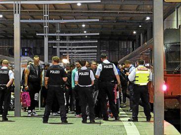 Polizei_fängt_Flüchtlinge_ab