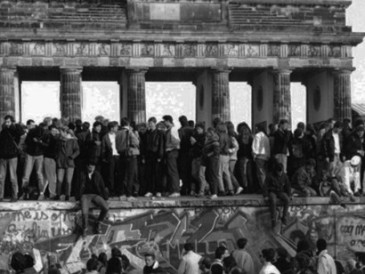 The-Fall-of-the-Berlin-Wall.jpg