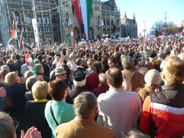 Orbán_Viktor_beszéde,_2012.03.15,_Kossuth_tér_(1)