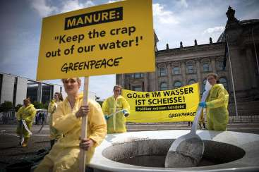 Manure-Soup Protest in BerlinGuelle-Suppe Protest in Berlin