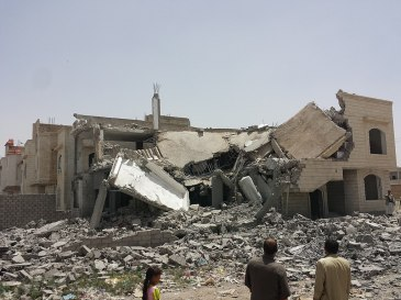 1024px-Destroyed_house_in_the_south_of_Sanaa_12-6-2015-4