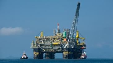 Monbio 3 resized Oil_platform_P-51_(Brazil)