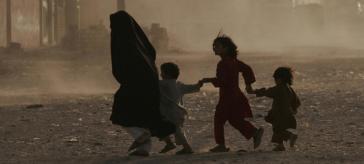AfghanMotherwithChildren-6FEB17-625-415