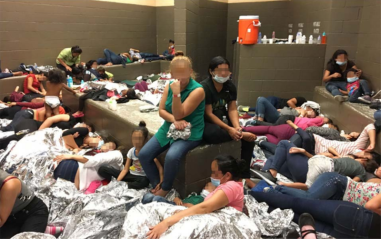800px-Overcrowded_Families_in_Weslaco_Station-11Jun2019-DHS_OIG