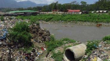Wastewater - air 2 Nepal - Garbage on the riverbank in Kathmandu Photo by GRID-Arendal