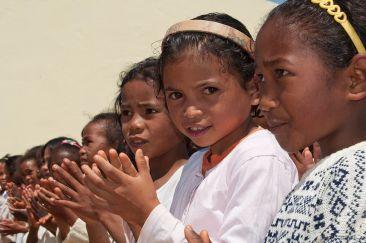 1024px-Malagasy_girls_Madagascar_Merina.jpg