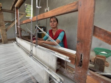 Sheetal-HIteshbhai-part-of-youth-weaving-revival-in-Kachchh-c-Ashish-Kothari
