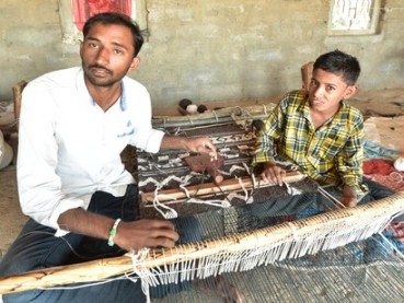 Damabhai-Marwada-carpet-weaver-Kachchh-India-youth-continuing-craft-heritage-c-Ashish-Kothari