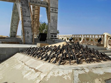 Flamme-de-la-Paix-in-Timbuktu-portrays-weapons-in-flames