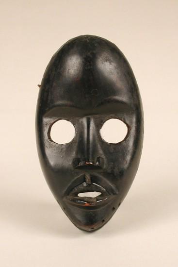 Dan-artist-Face-Mask-Smithsonian-National-Museum-of-African-Art