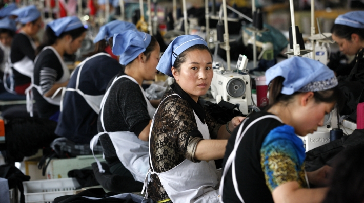Women_working_in_a_cloth_factory_which_export_to_the_European_Union_in_Huaibei,_Anhui_province,_East_China_Photo_by_Shutterstock